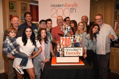 Les créateurs de Modern Family souhaitent arrêter la série à la fin de la saison 10 et envisagent un spin-off
